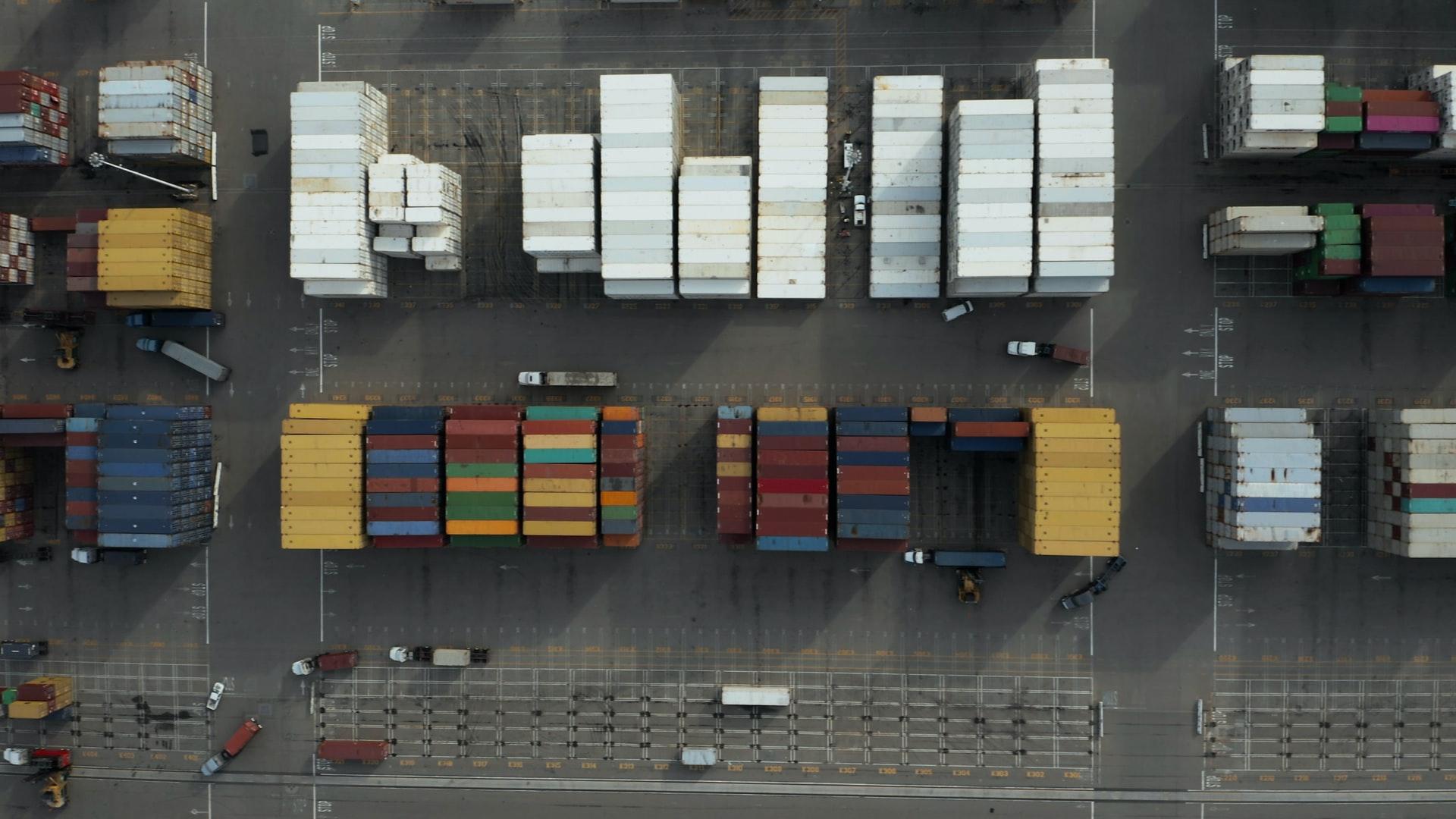 Container in den Wolken