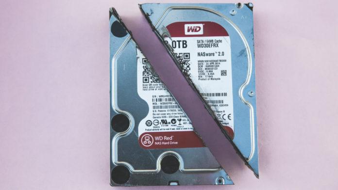 Durchgesägte Festplatte